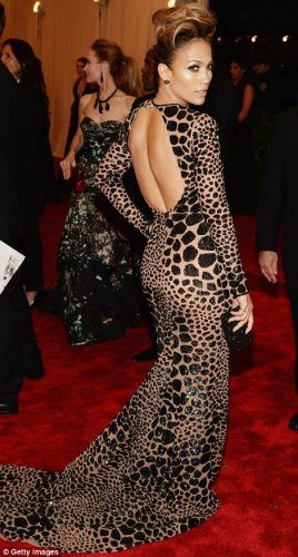 Lopez knows how to pop a pose for the papz! She looks ravishing in one of my fav designers Michael Kors.