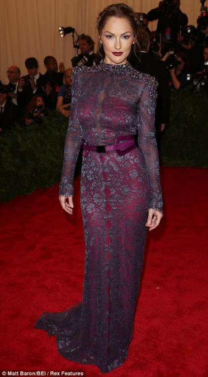 This is a sultry colour you dont see to often on the red carpet. Minka Kelly wares it well in Carolina Herrera