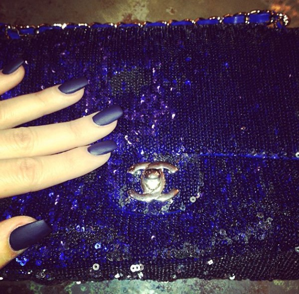 khloe-k-matte-nails-beauty-jan-3-ftrt